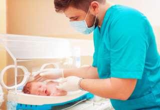 ¿Quién cuidará del bebé en un NICU?
