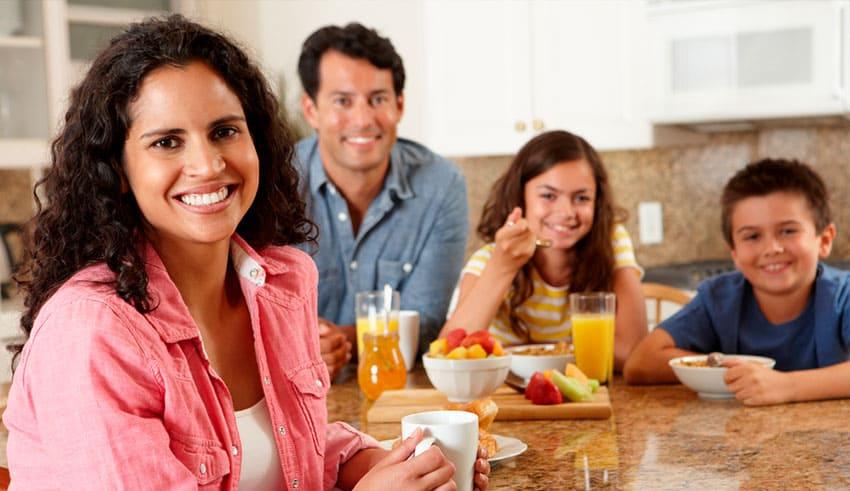 Las ventajas y los trucos para comer en familia