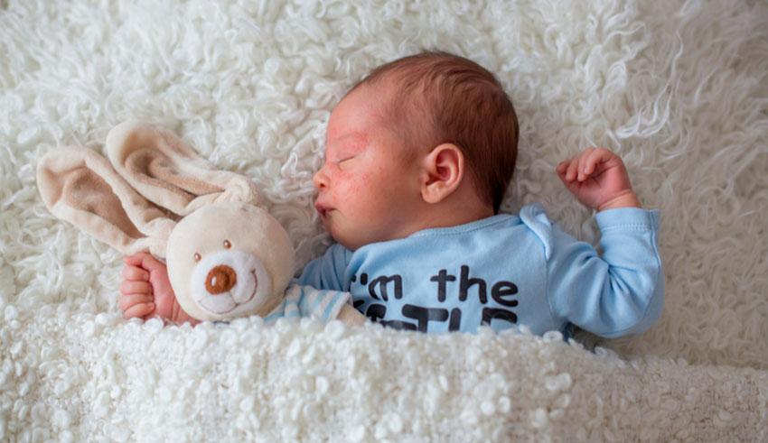 El acné del recién nacidose debe a un desequilibrio del sistema inmunitario de la piel del bebé