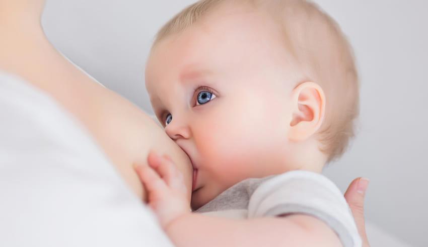 La leche materna reduce a la mitad una enfermedad digestiva grave de los prematuros