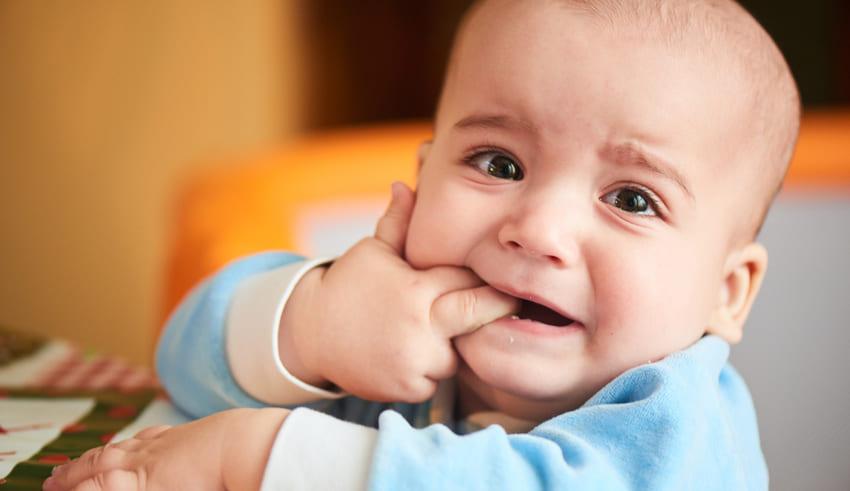 Cómo aliviar el dolor de los primeros dientes del bebé