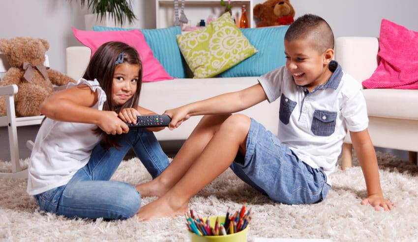 ¿Cómo evitar las peleas entre hermanos?