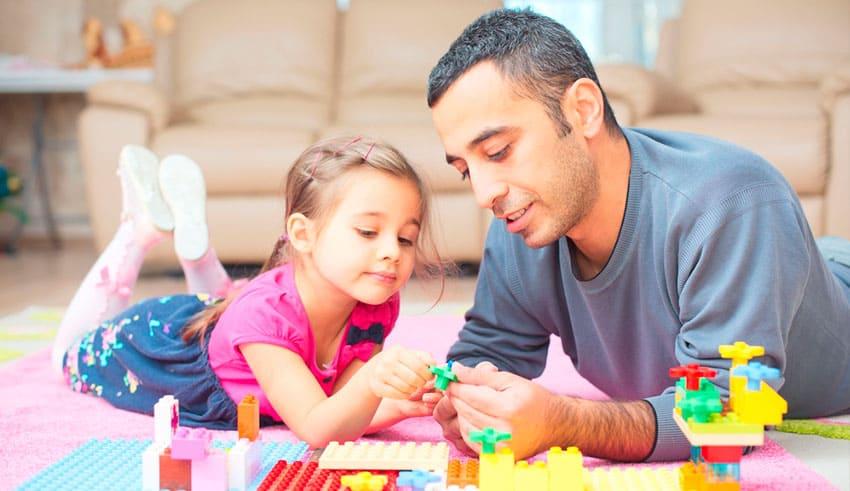 Ejercicios y juegos caseros para niños hiperactivos en Navidad