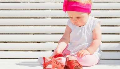 Los zapatos para niños pequeños y activos