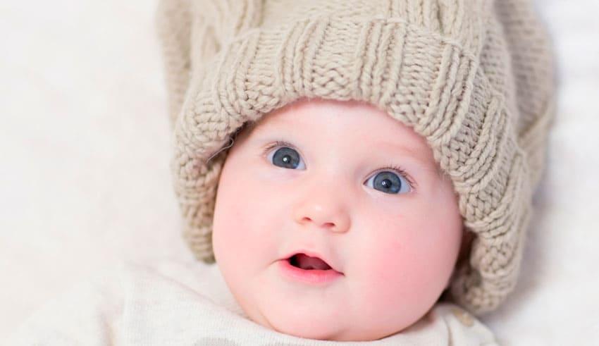 ¿Qué puede ver mi bebé mes a mes?