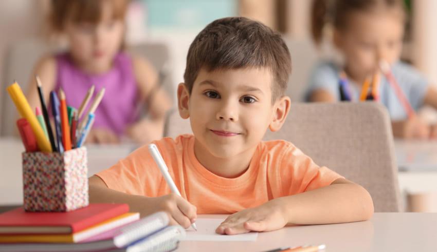 Ideas para que los niños se comporten igual de bien en la escuela y en casa