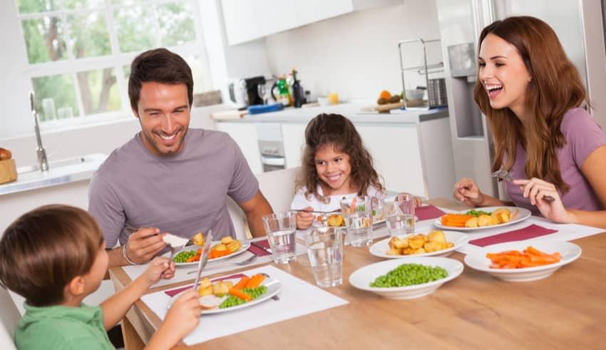 Por qué no debemos fijar el tiempo que necesita un niño para comer