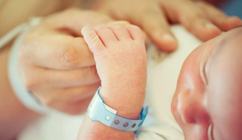 Puntera tecnología para evitar intercambios de bebés en el hospital al nacer