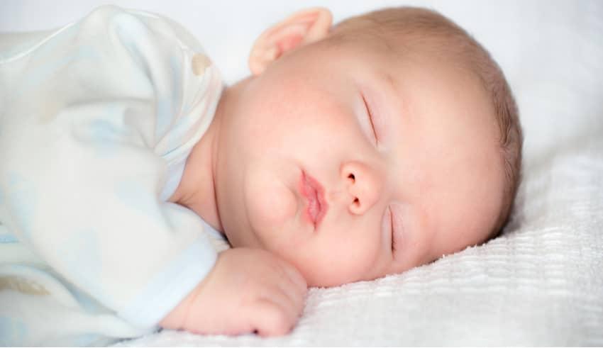 Cómo afecta la salida de los dientes al sueño de los niños