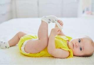 La razón por la que no debes dejar a tu bebé chuparse los calcetines