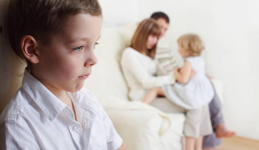 Las 6 claves del método Montessori para tratar los celos entre hermanos