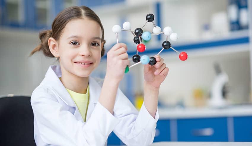 Qué hace que las niñas se consideren menos inteligentes que los niños