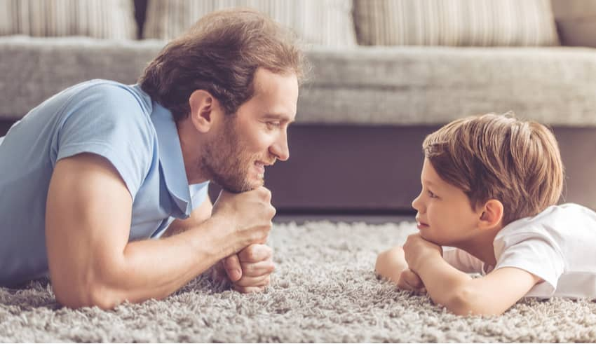 El aplastante poder de la mirada en la educación de los hijos