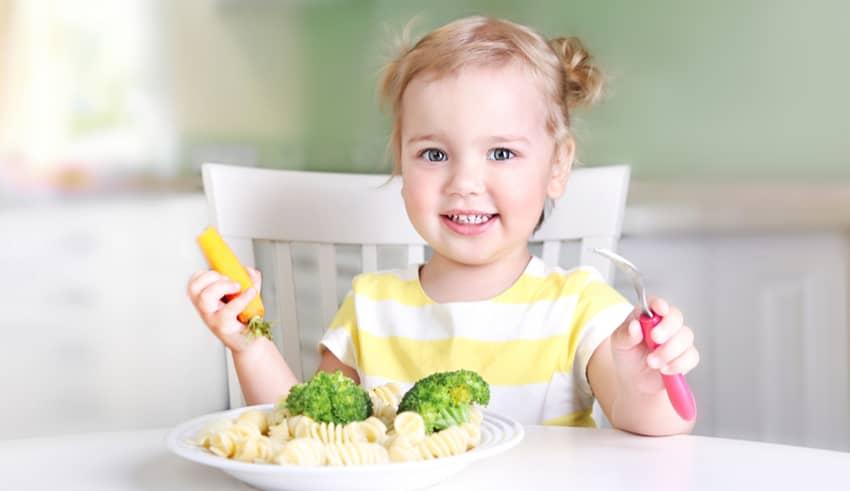 Por qué debes de dar la cena a tu hijo antes de las 7 de la tarde