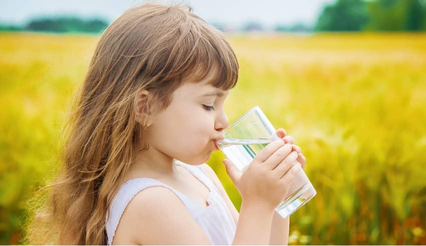 Lo que no debemos hacer si el niño está deshidratado