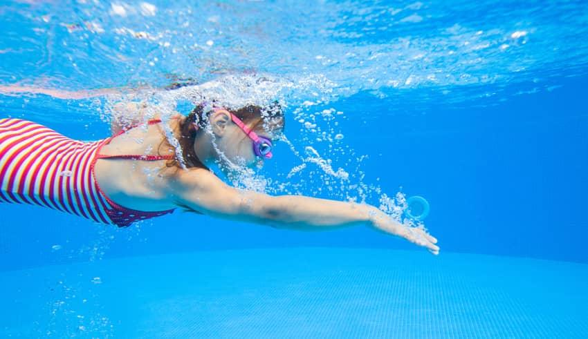 Otitis de las piscinas, el gran peligro del verano para los niños