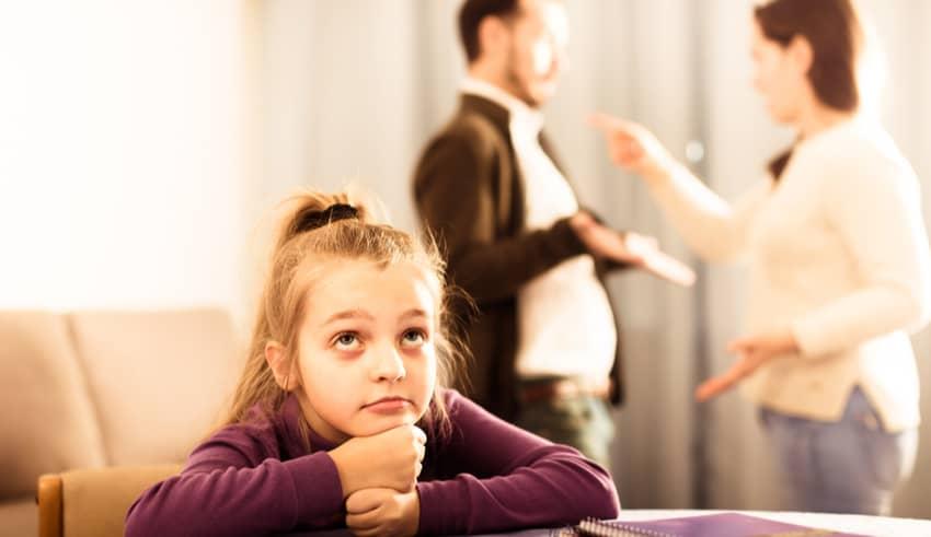 El peligro de que los padres no cuiden el lenguaje cuando hay niños delante