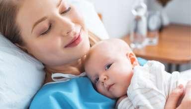 7 síntomas no normales de la mujer tras el parto