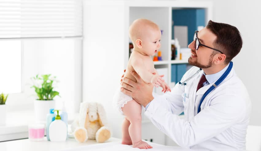 Las vacunas infantiles se ponen en el brazo o muslo y no en el glúteo