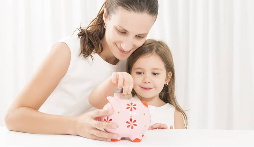 Cuánto dinero deben darles los padres a sus hijos (y cómo enseñarles a administrarlo)