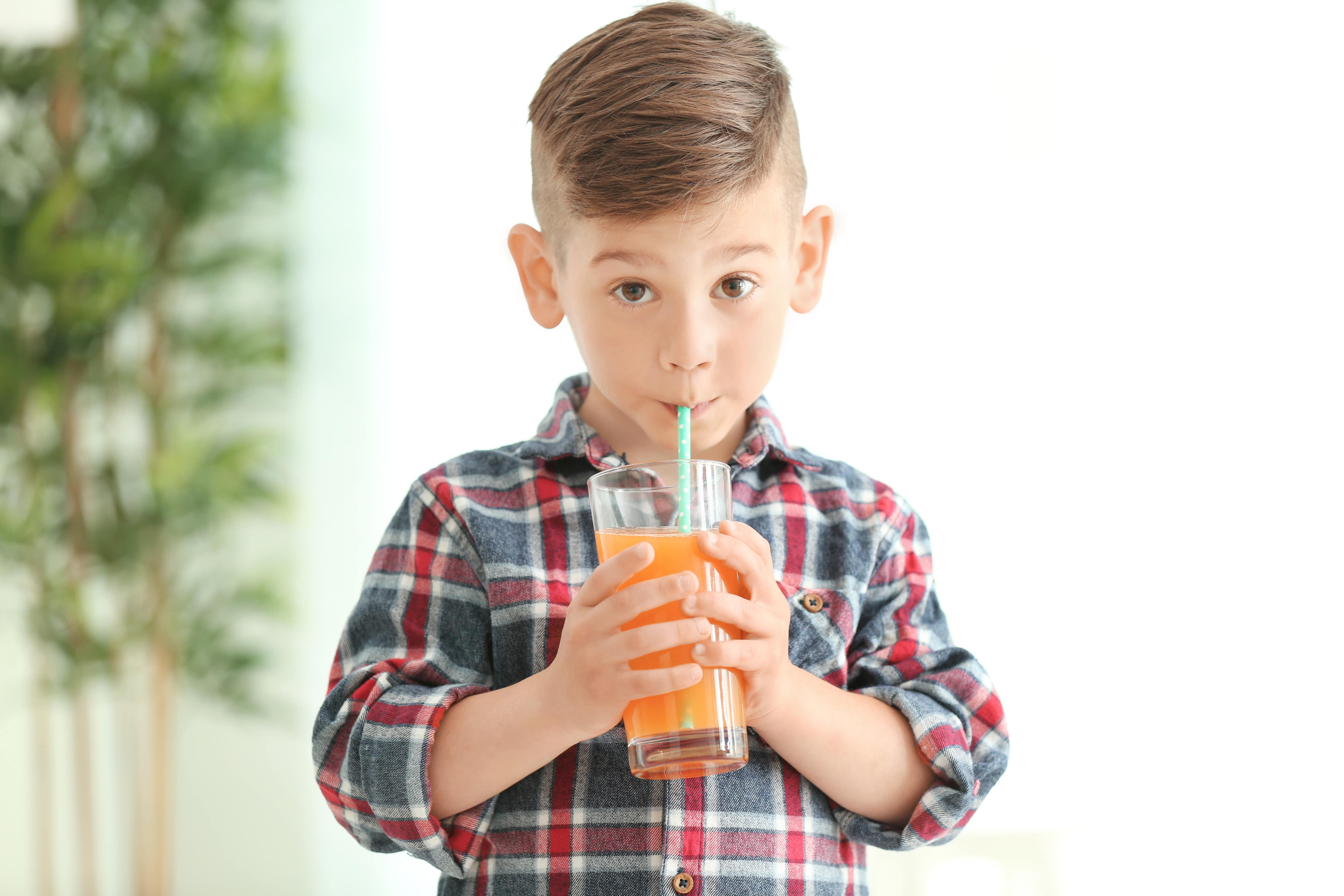 Ingerir líquidos claros antes de una cirugía es seguro para los niños