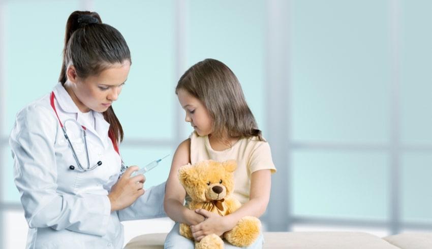 """Dr. del Río: """"No vacunar a los niños es un crimen"""""""