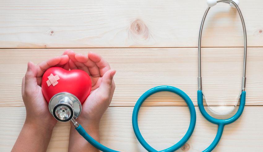 Recientes investigaciones han evidenciado que este virus pandémico podría causar el síndrome de Kawasaki y empeorar patologías cardiovasculares en pacientes pediátricos.