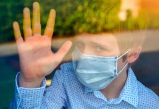 Aunque se ha visto que ciertas manifestaciones del coronavirus en los niños, tienen algunos rasgos a esta enfermedad inflamatoria del Kawasaki, también presenta otras peculiaridades que no necesariamente son padecimientos de este síndrome.