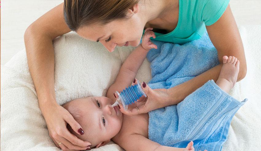 Hay padres que hacen lavados nasales a sus hijos porque piensan que así no se van a acatarrar.