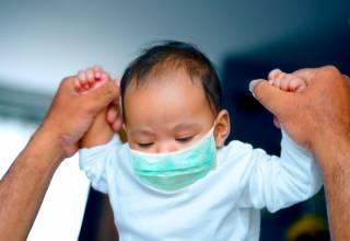 Aunque los niños, en términos generales, son una de las poblaciones menos vulnerables, siguen siendo proclives al contagio.