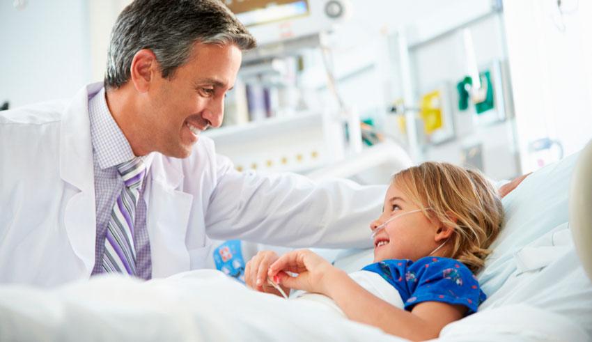 La transposición uterina pediátrica se presentó por primera vez a la comunidad científica en el Congreso Americano de Ginecólogos Oncólogos del 2016, por el doctor Reitan Riveiro.