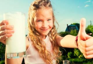 La leche es una fuente de vitaminas y minerales como magnesio, calcio, zinc, potasio y fósforo.